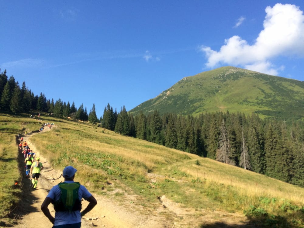 Путь к подножью горы Петрос (2020 м.)