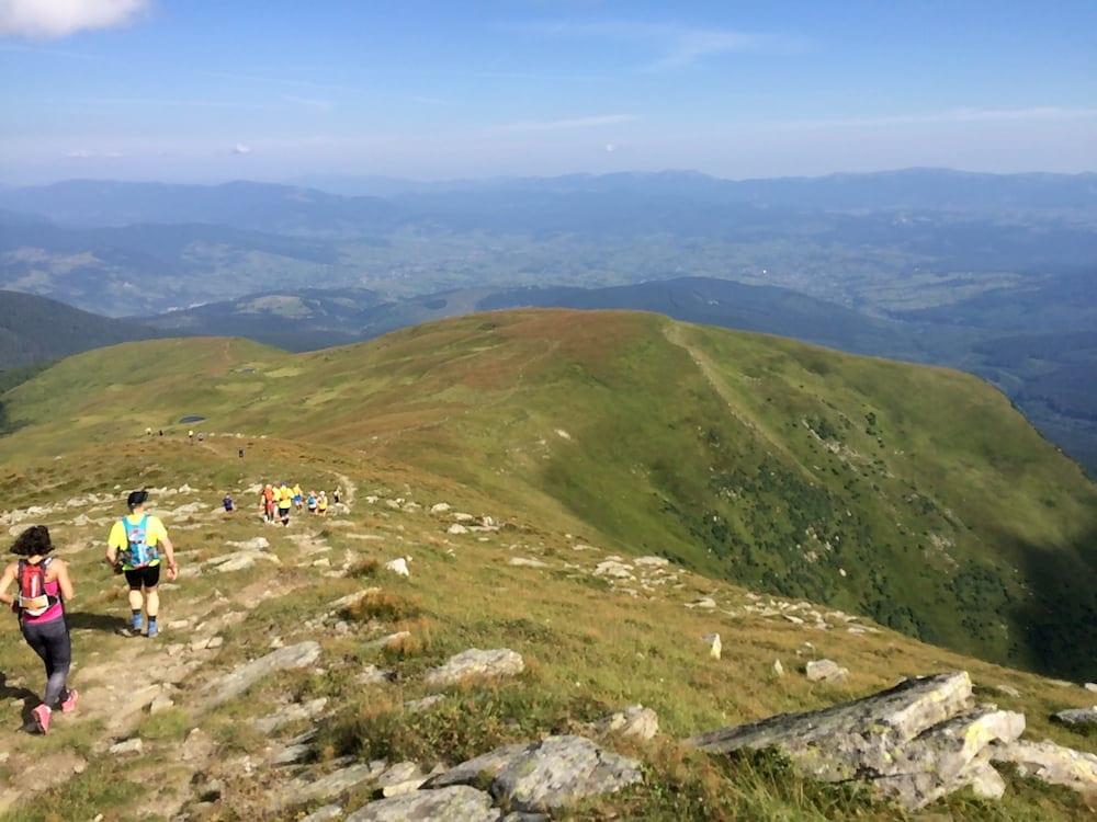 Спуск с горы Петрос