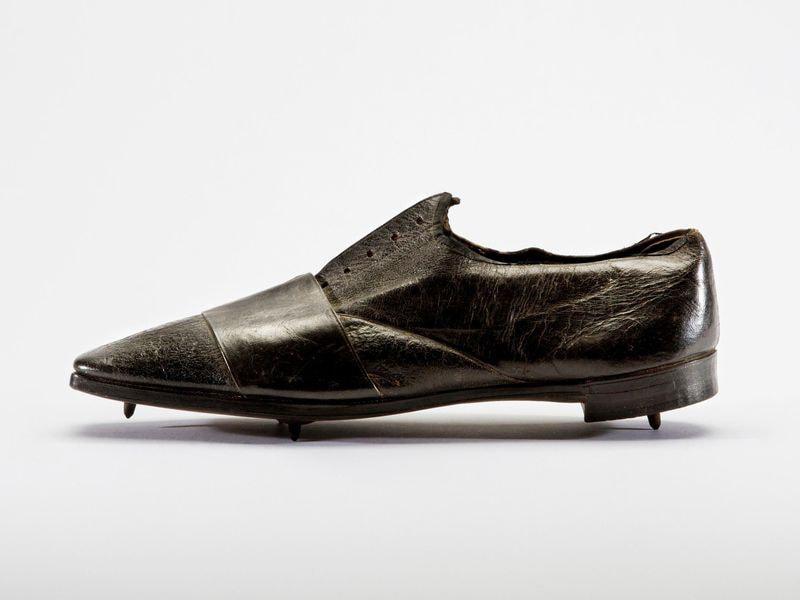 Один из самых старых образцов спортивной обуви